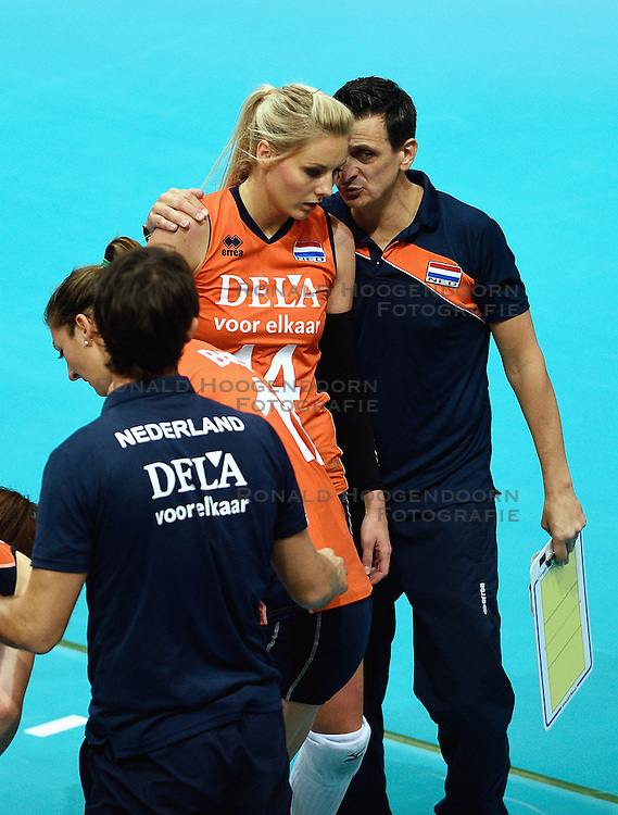 03-10-2015 NED: Volleyball European Championship Semi Final Nederland - Turkije, Rotterdam<br /> Nederland verslaat Turkije in de halve finale met ruime cijfers 3-0 / Laura Dijkema #14, Coach Giovanni Guidetti