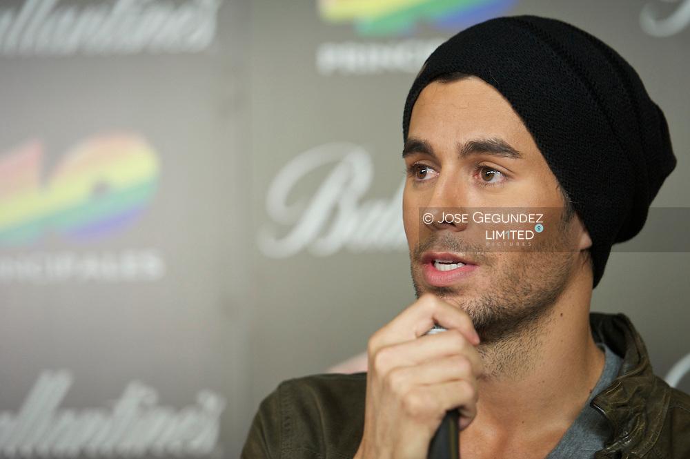 Enrique Iglesias attends '40 Principales Awards 2011' press room at the Palacio de Deportes on December 9, 2011 in Madrid, Spain