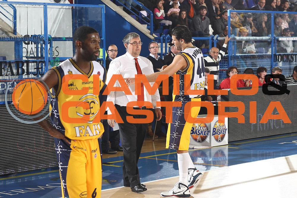 DESCRIZIONE : Porto San Giorgio Lega A 2010-11 Fabi Montegranaro Dinamo Sassari <br /> GIOCATORE : Stefano Pillastrini Dejan Ivanov<br /> SQUADRA : Fabi Montegranaro<br /> EVENTO : Campionato Lega A 2010-2011<br /> GARA : Fabi Montegranaro Dinamo Sassari <br /> DATA : 17/10/2010<br /> CATEGORIA : coach<br /> SPORT : Pallacanestro<br /> AUTORE : Agenzia Ciamillo-Castoria/C.De Massis<br /> Galleria : Lega Basket A 2010-2011<br /> Fotonotizia : Porto San Giorgio Lega A 2010-11 Fabi Montegranaro Dinamo Sassari <br /> Predefinita :