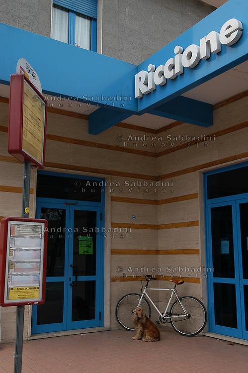 Riccione, 05/02/2006:  stazione ferroviaria - railway station.<br /> &copy; Andrea Sabbadini