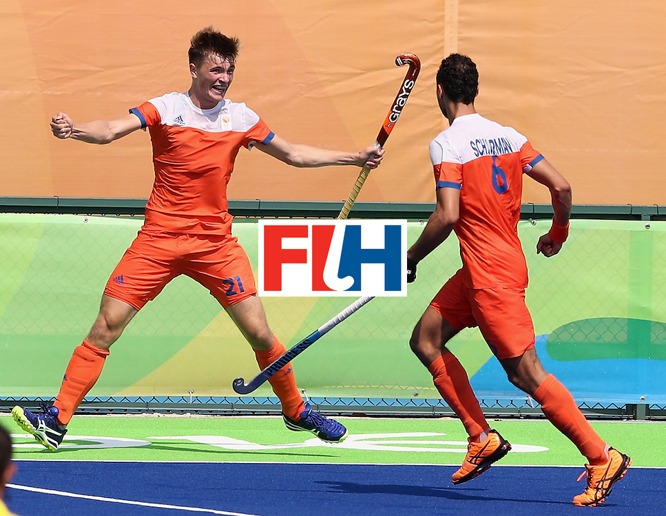 RIO DE JANEIRO, BRAZIL - AUGUST 18:  Jorrit Croon (L) of the Netherlands celebrates after scoring the first goal during the Men's Bronze Medal match between the Netherlands and Germany on Day 13 of the Rio 2016 Olympic Games held at the Olympic Hockey Centre on August 18, 2016 in Rio de Janeiro, Brazil.  (Photo by David Rogers/Getty Images)