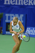 Sport,Tennis,Australian Open in Melbourne, Jelena Dokic spielt beidhaendige Rueckhand, Hochformat, Ball im Schlaeger,<br /> Halbkoerper,Hochformat,