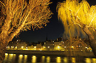 France. Paris. 4th district.  ile de la cite, the quays , and the Seine river   at night