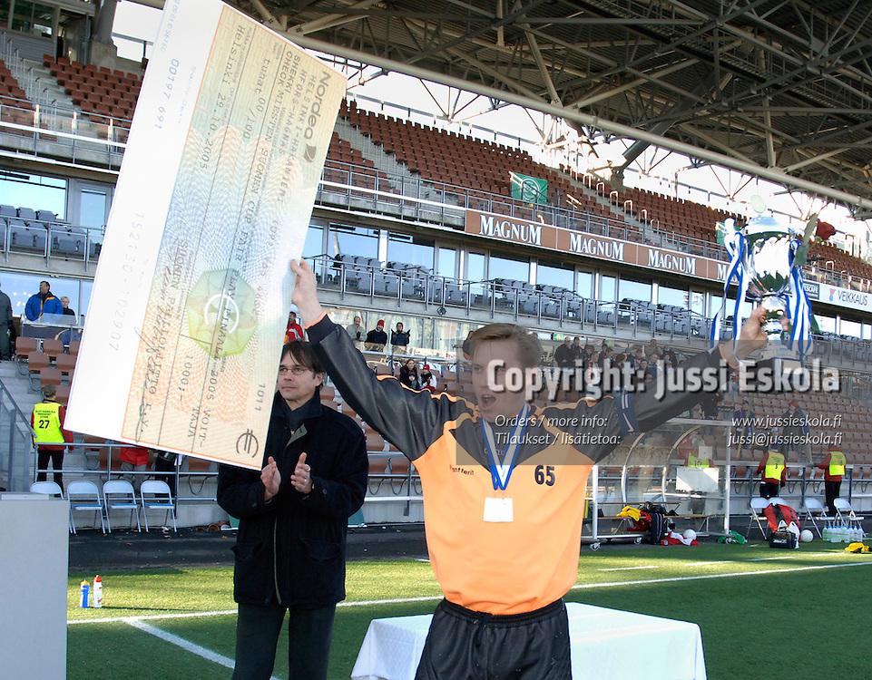 Timo Tarhila, WIFK. Suomen Cupin Fair Play -finaalin voittajajoukkueen kapteeni. 29.10.2005.&amp;#xA;Photo: Jussi Eskola<br />