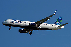 Airbus A321-231 (N964JT) operated by Jetblue Airways on approach to San Francisco International Airport (SFO), San Francisco, California, United States of America