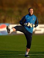Photo: Glyn Thomas.<br />England Training. 09/11/2005.<br />England's Paul Robinson in training.