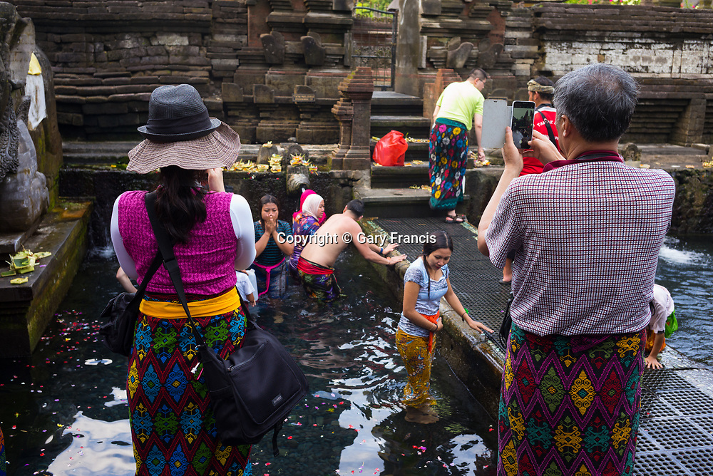 Chinese tourists visit Tirta Empol Temple - Bali revisited February 2017
