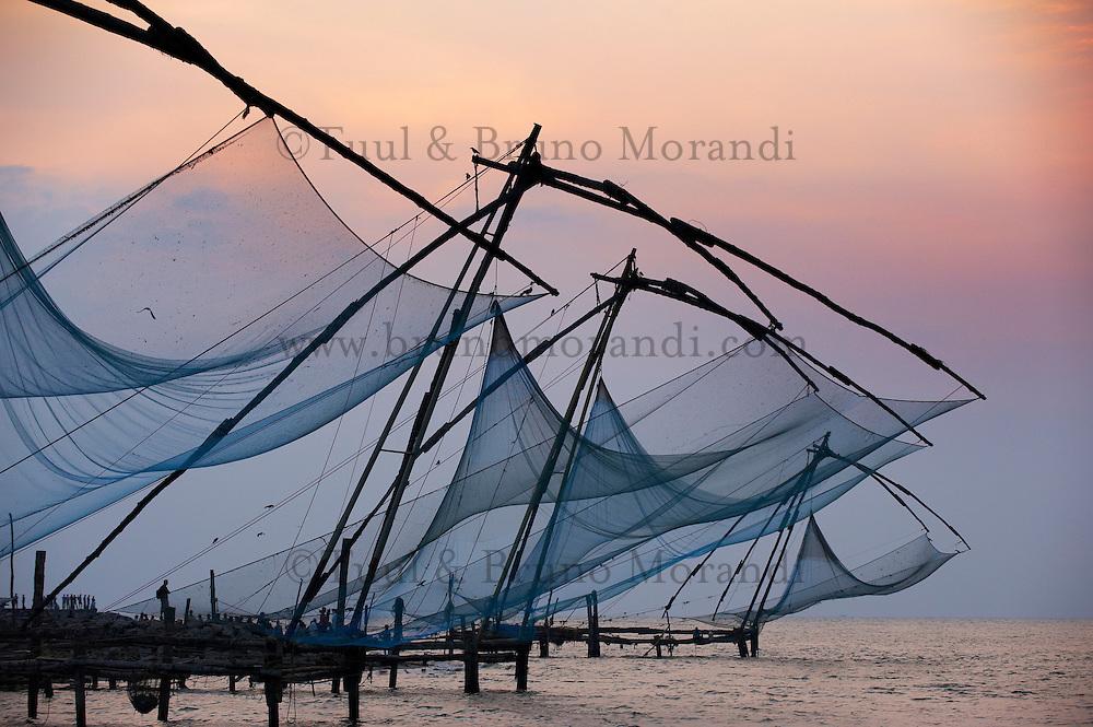 Inde, Etat du Kerala, Kochi ou Cochin, Fort Cochin le centre historique, carrelets chinois // India, Kerala State, Fort cochin or Kochi, Chinese fishing nets