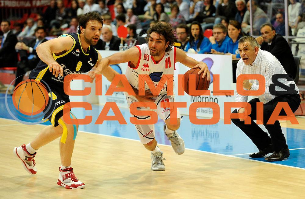 DESCRIZIONE : Bologna Lega Basket A2 2011-12 Morpho Basket Piacenza Tezenis Verona<br /> GIOCATORE : Alexander Simoncelli<br /> CATEGORIA : Attacco<br /> SQUADRA : Morpho Basket Piacenza<br /> EVENTO : Campionato Lega A2 2011-2012<br /> GARA : Morpho Basket Piacenza Tezenis Verona<br /> DATA : 05/05/2012<br /> SPORT : Pallacanestro<br /> AUTORE : Agenzia Ciamillo-Castoria/A.Giberti<br /> Galleria : Lega Basket A2 2011-2012 <br /> Fotonotizia : Bologna Lega Basket A2 2011-12 Morpho Basket Piacenza Tezenis Verona<br /> Predefinita :