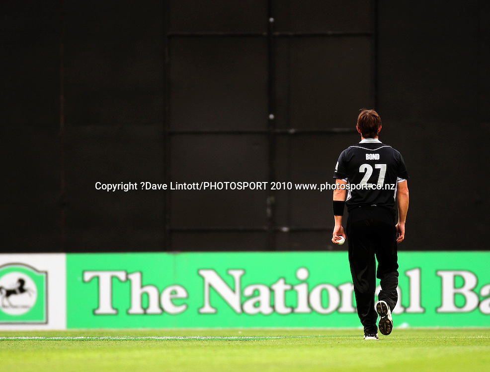 NZ bowler Shane Bond.<br /> Fifth Chappell-Hadlee Trophy one-day international cricket match - New Zealand v Australia at Westpac Stadium, Wellington. Saturday, 13 March 2010. Photo: Dave Lintott/PHOTOSPORT