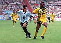Fotball<br /> England<br /> Foto: Colorsport/Digitalsport<br /> NORWAY ONLY<br /> <br /> Ariel Ortega (Argentina) Darryl Powell (Jam). Argentina v Jamaica. World Cup Finals 1998. 21/6./98