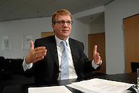09 JAN 2007, BERLIN/GERMANY:<br /> Ronald Pofalla, CDU Generalsekretaer, waehrend einem Interview, in seinem Buero, CDU Bundesgeschaeftsstelle<br /> IMAGE: 20070109-01-029