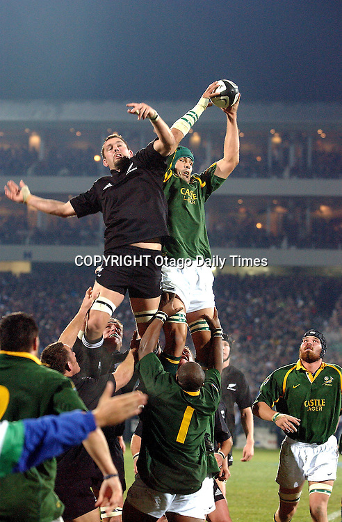 9 August 2003, International Rugby Union, Phillips Tri-Nations, New Zealand v South Africa, Carissbrook, Dunedin, New Zealand. Reuben Thorne competes with Victor Matfield.<br />All Blacks won 19-11.<br />Pic: Photosport