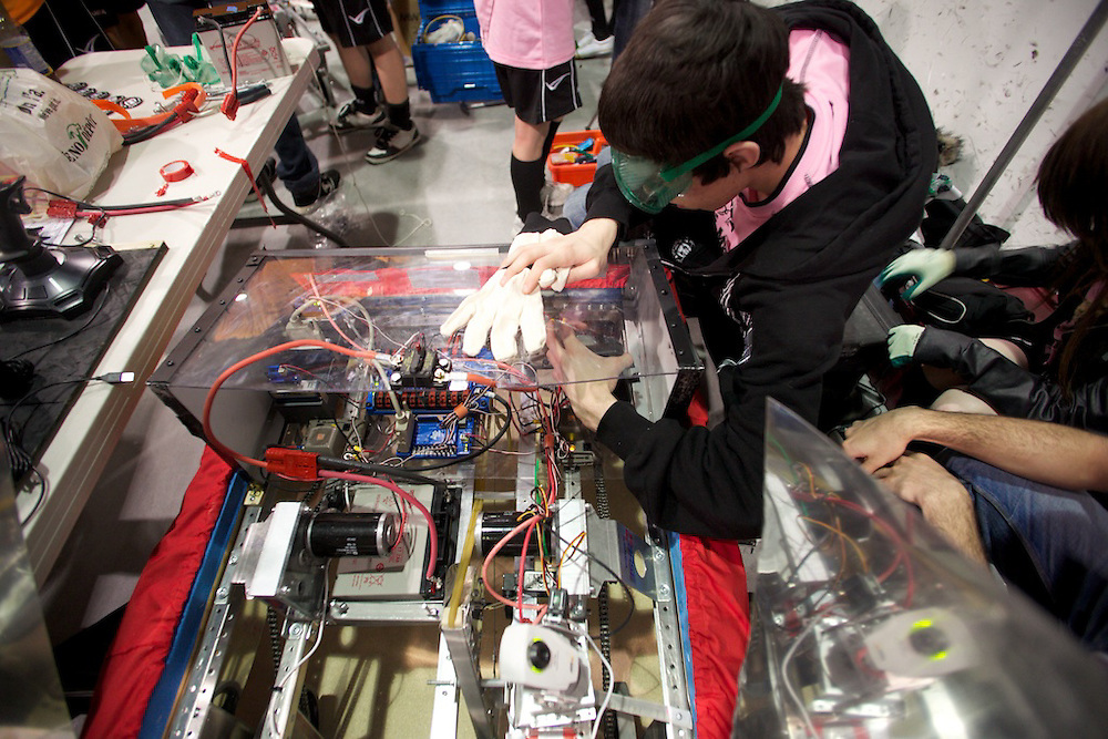 Four Montreal-area high schools participate in the FIRST Robotics Toronto regional competition for the first time. Ecole Pierre-Dupuy, Henri-Bourassa, H-Mercier and Saint-Henri sent their teams to take part as rookie members of the league. The competition was held at the Hershey Centre in Missisauga, Ontario on April 1st, 2nd and 3rd, 2010. Youth Fusion - Fusion Jeunesse brought together a number of corporate and government sponsors to fund the teams. Mentors from Bombardier and CAE were dispatched to help teach the students and guide them in the construction of their robots. Other sponsors include Bank of Montreal, Hydro Quebec, Bell Canada, CAE, Bombardier, Ecole Technologie Superieure, Ecole Polytechnique de Montreal, Vigilant Futures and the Commision Scolaire de Montreal.