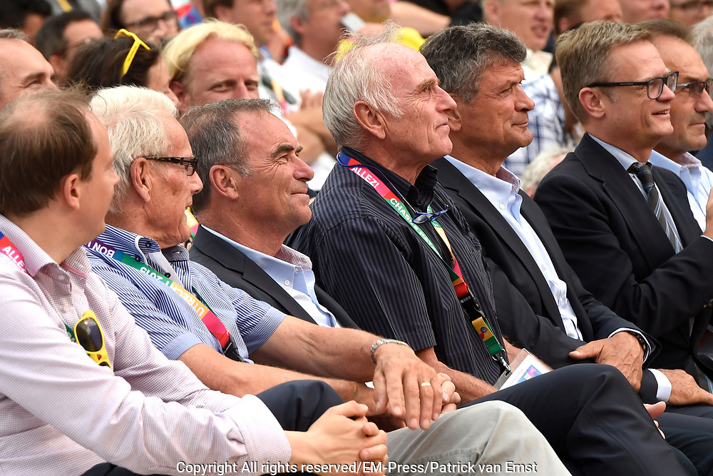 Tour de France winnaars  aanwezig bij de presentatie van de Tour in Utrecht<br /> <br /> Tour de France winners attended the presentation of the Tour in Utrecht<br /> <br /> Op de foto / On the photo:  Tour de France winnaars Jan Janssen , Joop Zoetemelk , Bernard Thevenet en Bernard Hinault