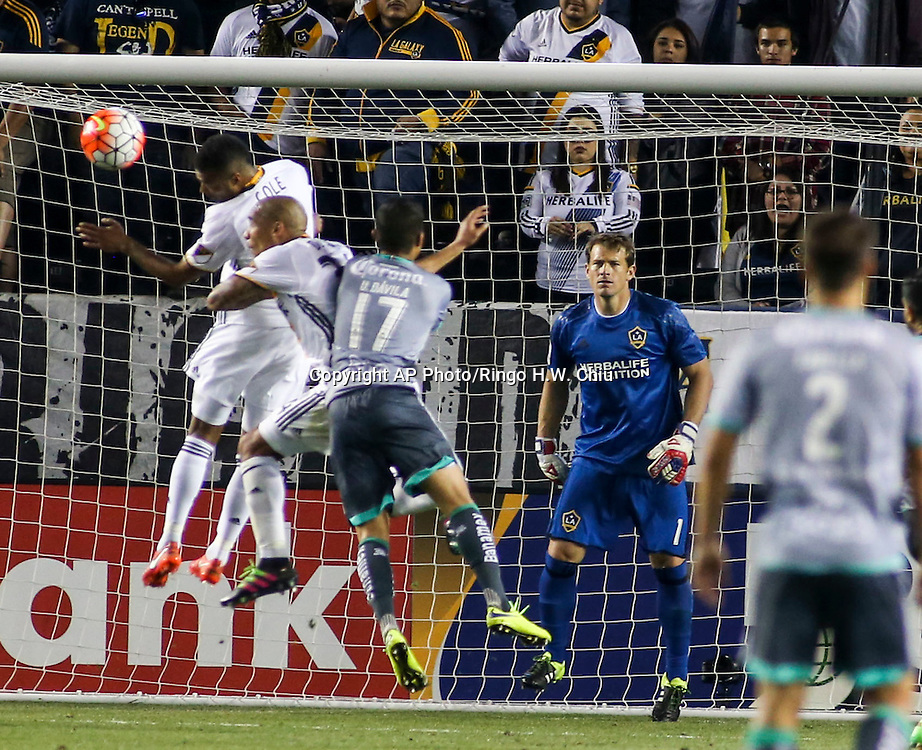 Los Angeles Galaxy goalkeeper Dan Kennedy in actions during the second half of a CONCACAF Champions League quarterfinal against Santos Laguna in Carson, Calif., Wednesday, Feb. 24, 2016. The game ended in a 0-0 draw.(AP Photo/Ringo H.W. Chiu)
