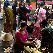 Myanmar (Burma). Inle lake. Nyaungshwe town. Mingala market. A woman sells cooked sweetcorn.