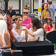 NLD/Amsterdam/20190803 - Gaypride 2019, Nicky Opheij en Lisa Michels