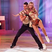 NLD/Hilversum/20110211 - 3de Liveshow SBS Sterren Dansen op het IJs 2011, Monique Smit en schaatspartner Joel Geleynse