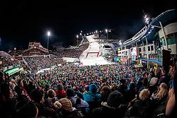 THEMENBILD - Bereits zum 22. Mal begeistert der FIS Nachtslalom der Herren am 29. Jänner 2019 tausende Zuseher im WM-Austragungsort 2013 in Schladming, hier im Bild:  Archivbild vom 23.01.2018, Planai, Schladming, AUT, FIS Weltcup Ski Alpin, Schladming, Slalom, Herren, im Bild Übersicht des Zielstadions mit Zuschauern // Overview of the stadium with spectators the men's Slalom of FIS Ski Alpine World Cup at the Planai in Schladming, Austria on 2018/01/23. EXPA Pictures © 2018, PhotoCredit: EXPA/ Johann Groder