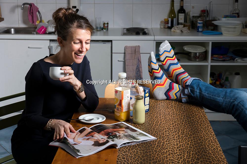 Genève, février 2017. Aude, fondatrice de la petite entreprise Sock's factory élabore de noveaux modèles. © Olivier Vogelsang