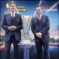 Nederland, Amsterdam , 9 mei 2013.<br /> De Europa Leaguebeker , oftewel UEFA beker was in de Sporthallen Zuid te bewonderen.<br /> Op de foto: Beveiligers Ruitenheer Henry Netten en Ton ten Heuvel.<br /> Foto:Jean-Pierre Jans