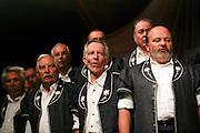 Chanteurs gruèriens en Bredzon, Greyerzer Sänger in Trachtenhemd. © Romano P. Riedo