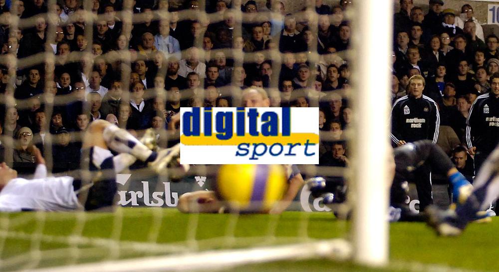 Photo: Ed Godden/Sportsbeat Images.<br /> Tottenham Hotspur v Newcastle United. The Barclays Premiership. 14/01/2007. Newcastle's Nicky Butt scores to make it 3-2.