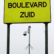 Nederland Rotterdam 5 februari 2006  .camera toezicht boulevard zuid in achterstandswijk Hillesluis..Foto David Rozing