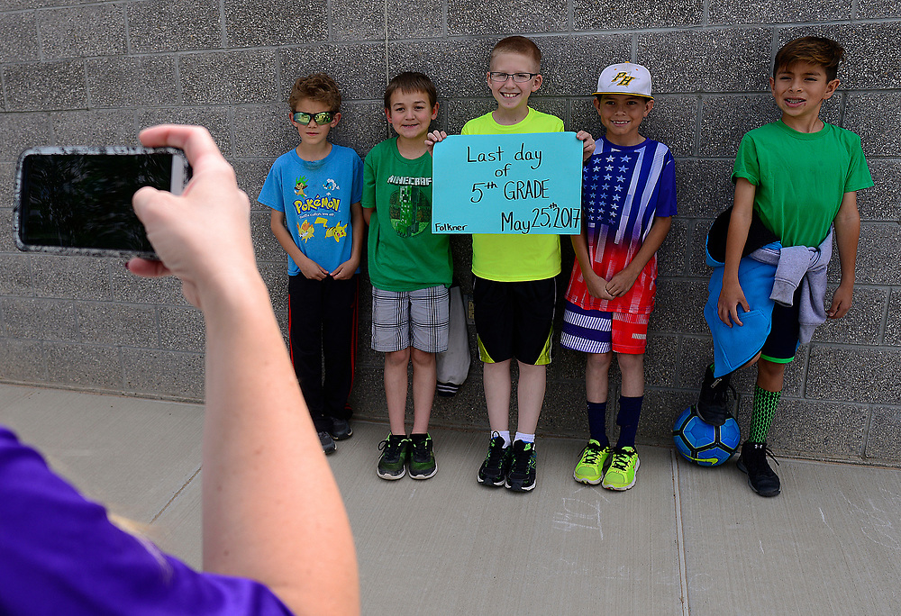 apl052517d/ASECTION/pierre-louis/JOURNAL 052517<br /> Parent Amber Jones left photographs Seven Bar Loop Elementary School students from left Hunter Streiff,, Ethan Lombardi, , Dalton Jones ,, Tyler Wright,, and Joshua Vigil,,  on the last day of school for APS  .Photographed  on Thursday May 25,  2017. .Adolphe Pierre-Louis/JOURNAL