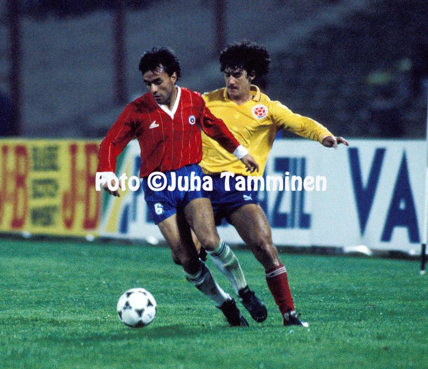 08.07.1987, Chateaux Carreras, C--rdoba, Argentina. .Copa Am?rica 1987. .Semfinal, Colombia v Chile.Jaime Pizarro (Chile) v Leonel Alvarez (Colombia) .©Juha Tamminen