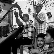 DAILY VENEZUELA / VENEZUELA COTIDIANA.Zuata, Estado Aragua - Venezuela 2003.(Copyright © Aaron Sosa)