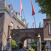 NLD/Amsterdam/20180628 - Rondvaart Amsterdam, hotel The Grand ingang