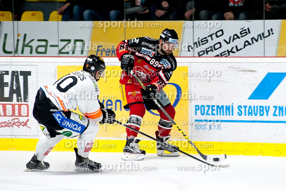 25.09.2015, Ice Rink, Znojmo, CZE, EBEL, HC Orli Znojmo vs Moser Medical Graz 99ers, 5. Runde, im Bild v.l. Zintis-Nauris Zusevics (Graz 99ers) Jan Lattner (HC Orli Znojmo) // during the Erste Bank Icehockey League 5th round match between HC Orli Znojmo and Moser Medical Graz 99ers at the Ice Rink in Znojmo, Czech Republic on 2015/09/25. EXPA Pictures © 2015, PhotoCredit: EXPA/ Rostislav Pfeffer