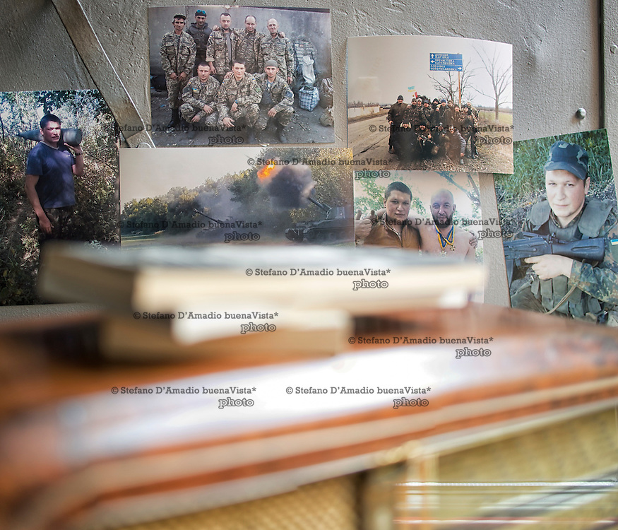 Fotografie di un ex soldato ucraino che ha lasciato l'esercito e il suo paese per vedere suo figlio nato pi&ugrave; di un anno fa.<br />