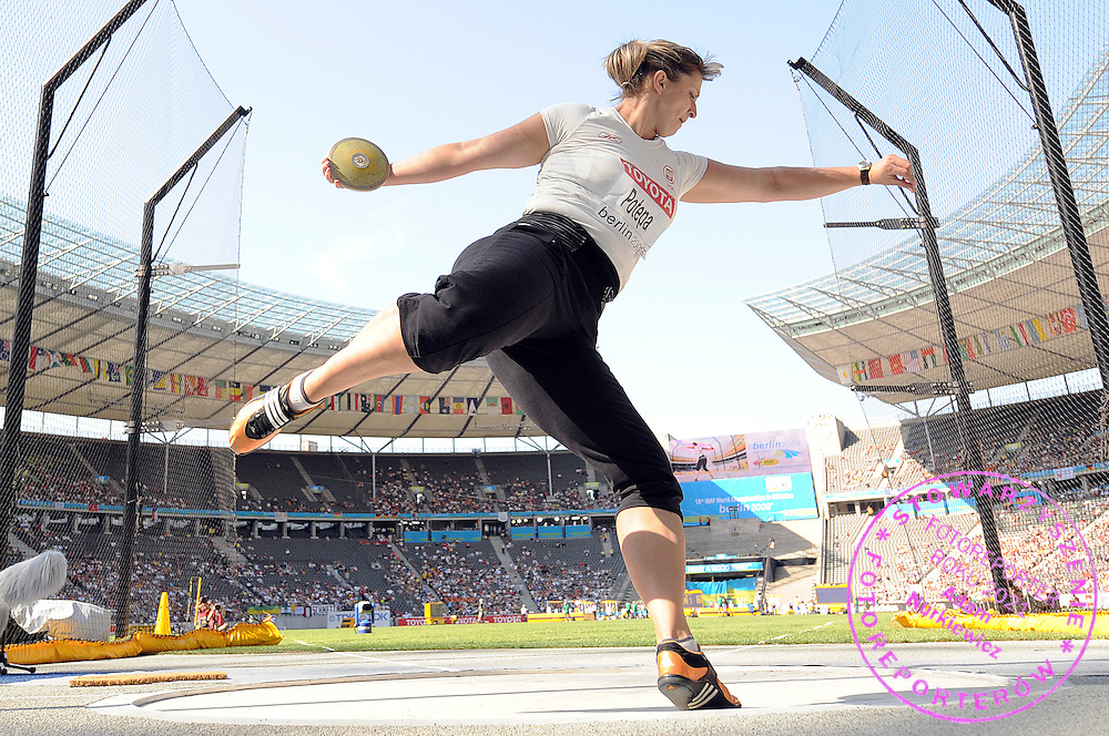 WIOLETTA POTEPA (POLAND) COMPETES IN THE DISCUS WOMEN QUALIFICATION ON THE OLYMPIC STADION ( OLIMPIASTADION ) DURING 12TH IAAF WORLD CHAMPIONSHIPS IN ATHLETICS BERLIN 2009..BERLIN , GERMANY , AUGUST 19, 2009..( PHOTO BY ADAM NURKIEWICZ / MEDIASPORT )..PICTURE ALSO AVAIBLE IN RAW OR TIFF FORMAT ON SPECIAL REQUEST.