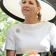 Koning en koningin bezoeken Nedersaksen. In het duitse Leer krijgt Koningin Maxima uitleg over de campagne Frische ist Leben<br /> <br /> King and Queen visit Niedersachsen. In the German town explain Queen Maxima the campaign Frische ist Leben<br /> <br /> op de foto / On the photo:  Koningin Maxima / Queen Maxima