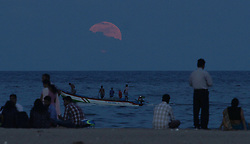 CHENNAI, Nov. 15, 2016 (Xinhua) -- People watch the rising ''supermoon'' at Marina Beach in Chennai, Indian southeastern state of Tamil Nadu, Nov. 14, 2016. (Xinhua/Stringer).****Authorized by ytfs* (Credit Image: © Stringer/Xinhua via ZUMA Wire)