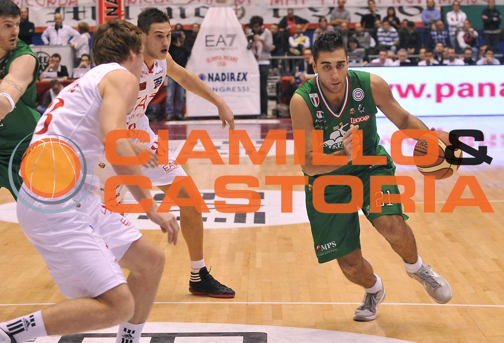 DESCRIZIONE : Milano Lega A 2011-12 EA7 Emporio Armani Milano Montepaschi Siena<br /> GIOCATORE : Pietro Aradori<br /> SQUADRA : Montepaschi Siena<br /> EVENTO : Campionato Lega A 2011-2012 <br /> GARA : EA7 Emporio Armani Milano Montepaschi Siena<br /> DATA : 13/11/2011<br /> CATEGORIA : Penetrazione Palleggio<br /> SPORT : Pallacanestro <br /> AUTORE : Agenzia Ciamillo-Castoria/ L.Goria<br /> Galleria : Lega Basket A 2011-2012  <br /> Fotonotizia : Biella Lega A 2010-11 EA7 Emporio Armani Milano Montepaschi Siena<br /> Predefinita :