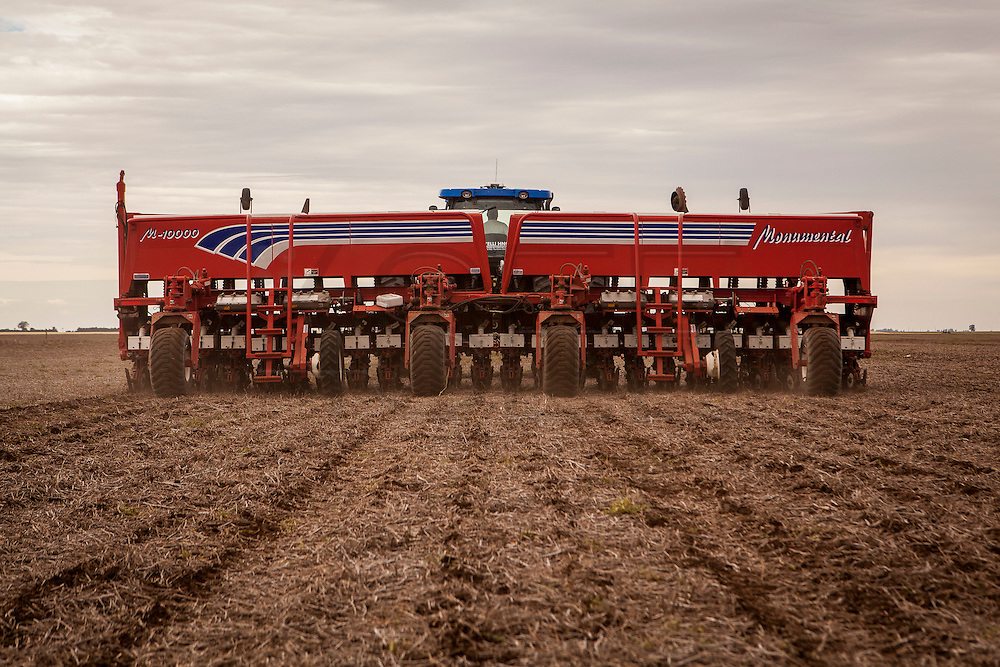 2014/11/20 – Monte Maiz, Argentina: 22 million hectares of land were planted this year in Argentina with soy. These are two-thirds of the available arable land. A seeding machine seen from behind is dropping soy seeds on a field in the Monte Maiz region. Only one machine like this can seed 100 hectares on a single day. Production is almost completely automoatized and in many cases with the right machines only one man is needed to the all the work, creating massive unemployment in the area. (Eduardo Leal)