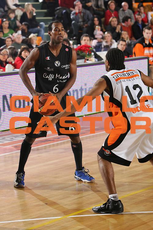 DESCRIZIONE : Udine Lega A1 2005-06 Snaidero Udine Caffe Maxim Virtus Bologna <br /> GIOCATORE : Gugliotta <br /> SQUADRA : Maxim Virtus Bologna <br /> EVENTO : Campionato Lega A1 2005-2006 <br /> GARA : Snaidero Udine Caffe Maxim Virtus Bologna <br /> DATA : 30/12/2005 <br /> CATEGORIA : <br /> SPORT : Pallacanestro <br /> AUTORE : Agenzia Ciamillo-Castoria/S.Silvestri