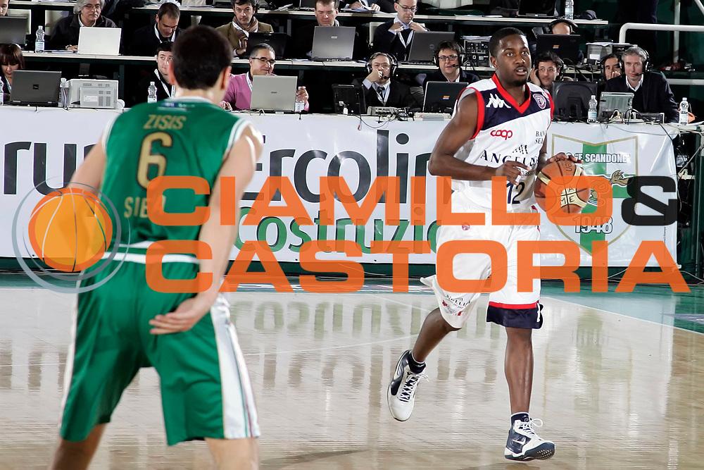 DESCRIZIONE : Avellino Final 8 Coppa Italia 2010 Semifinale Montepaschi Siena Angelico Biella<br /> GIOCATORE : Carl Ona Embo<br /> SQUADRA : Angelico Biella<br /> EVENTO : Final 8 Coppa Italia 2010 <br /> GARA : Montepaschi Siena Angelico Biella<br /> DATA : 20/02/2010<br /> CATEGORIA : palleggio<br /> SPORT : Pallacanestro <br /> AUTORE : Agenzia Ciamillo-Castoria/A.De Lise<br /> Galleria : Lega Basket A 2009-2010 <br /> Fotonotizia : Avellino Final 8 Coppa Italia 2010 Semifinale Montepaschi Siena Angelico Biella<br /> Predefinita :