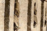 Steinbüsten in der Schlossmauer, Schloss Kromsdorf bei Weimar, Thüringen, Deutschland | busts in wall, castle Kromsdorf near Weimar, Thuringia, Germany