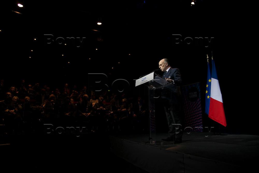 1er d&eacute;placement de Bernard Cazeneuve en tant que 1er ministre - Lyon 08 D&eacute;cembre 2016<br /> Visite de l&rsquo;Institut de Recherche Technologique Bioaster.