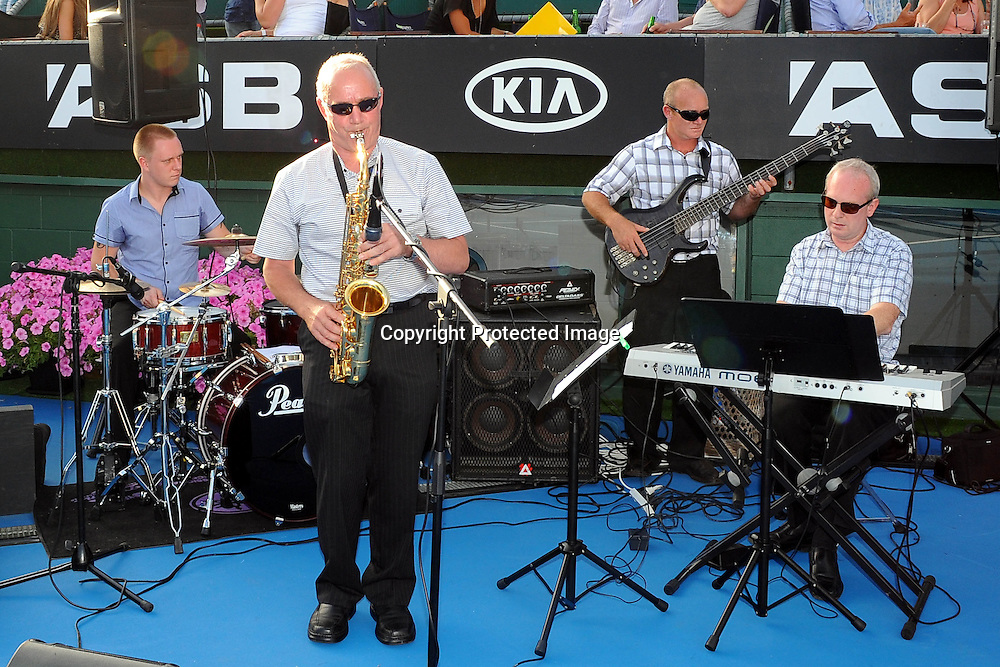 Band entertainment at the WTA 2011 ASB Classic, ASB Tennis Centre, Auckland, New Zealand. Thursday 6 January 2011. Photo: Chris Symes/photosport.co.nz