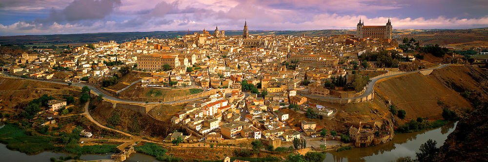 SPAIN, LA MANCHA, TOLEDO Cathedral and Alcazar above Rio Tajo
