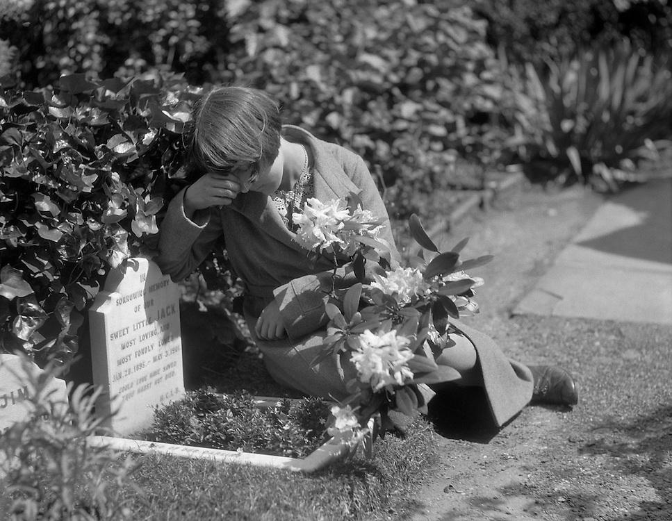 Dog Cemetery, Hyde Park, London, 1933