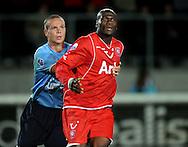 13-09-2008 VOETBAL:FC TWENTE:NEC NIJMEGEN:ENSCHEDE <br /> Blaise N'Kufo wordt vastgepakt door Ramon Zomer<br /> Foto: Geert van Erven