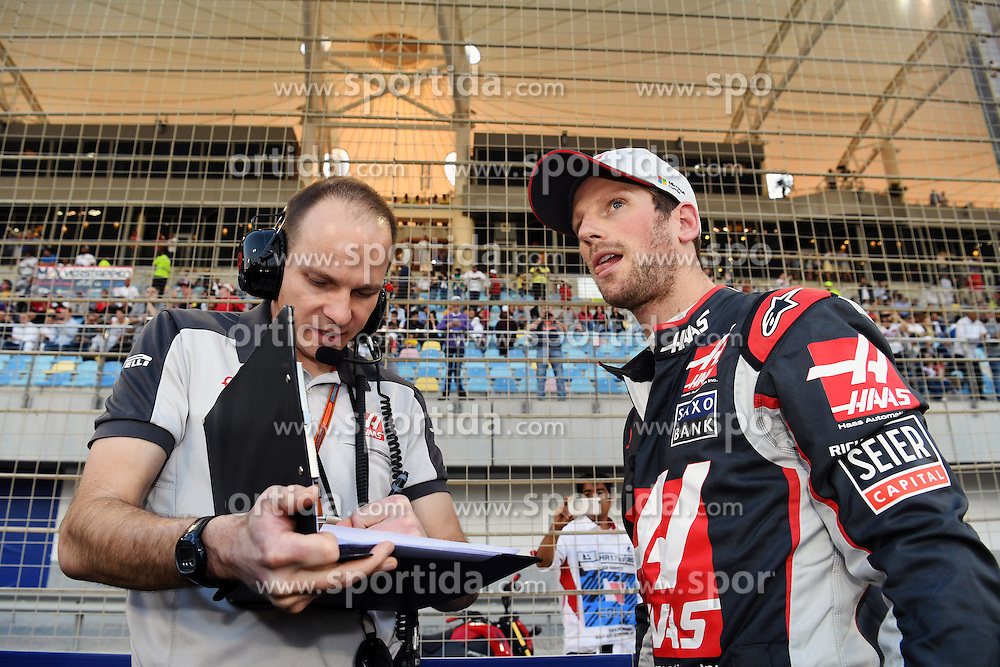 03.04.2016, International Circuit, Sakhir, BHR, FIA, Formel 1, Grand Prix von Bahrain, Rennen, im Bild Romain Grosjean (FRA) Haas F1 on the grid // during Race for the FIA Formula One Grand Prix of Bahrain at the International Circuit in Sakhir, Bahrain on 2016/04/03. EXPA Pictures &copy; 2016, PhotoCredit: EXPA/ Sutton Images<br /> <br /> *****ATTENTION - for AUT, SLO, CRO, SRB, BIH, MAZ only*****