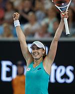 ALIZÉ CORNET (FRA) streckt die Arme hoch und jubelt nach ihrem Sieg,Jubel, Emotion,<br /> <br /> Tennis - Australian Open 2018 - Grand Slam / ATP / WTA -  Melbourne  Park - Melbourne - Victoria - Australia  - 17 January 2018.